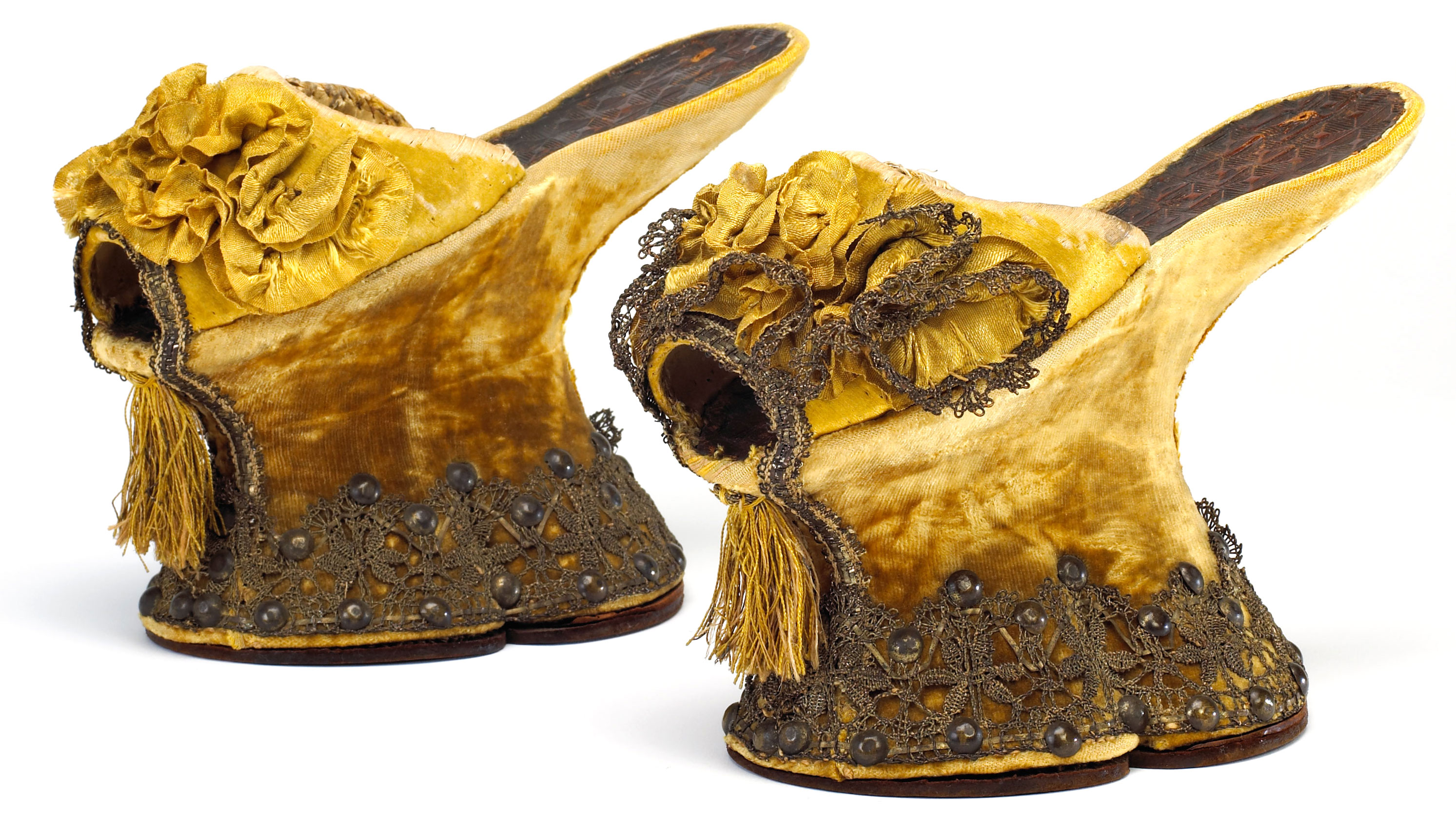 Shoes and socks in a leading role! Museums which will enchant you.