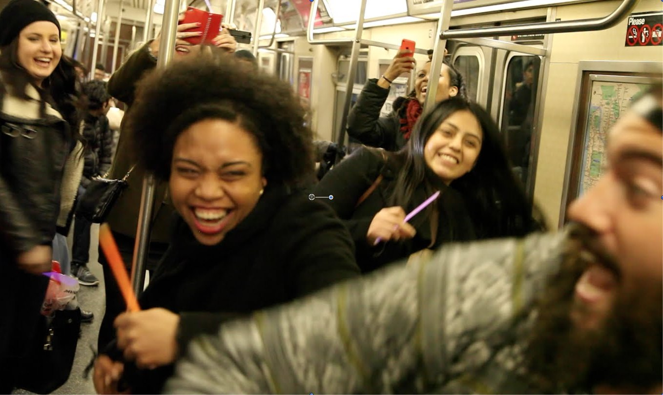 This is New York, baby! Dj dance party on the subway