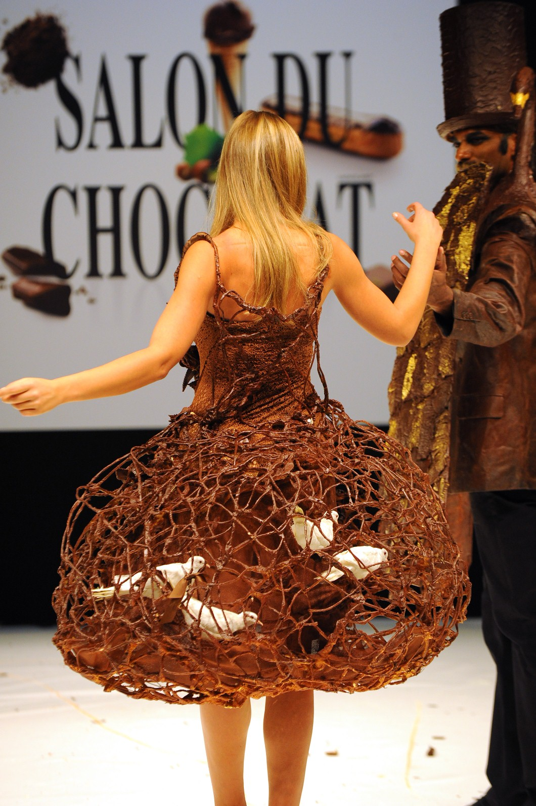 Chocolate lace dresses from pralines delicious show in paris 3 nights in - Salon du chocolat a paris ...