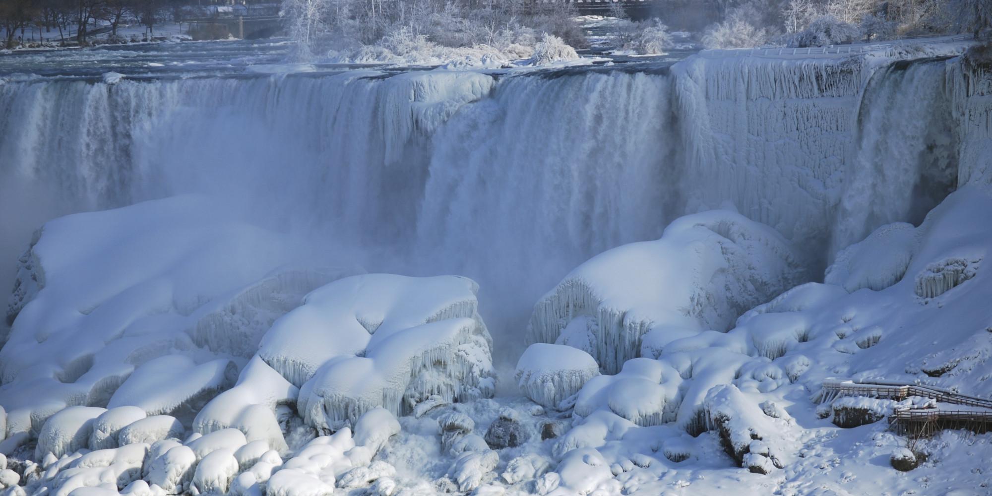 15 Stunning Photos Of Frozen Niagara Falls 3 Nights In